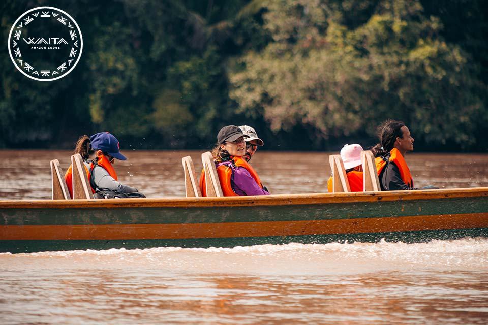 canoa-ride-in-cuyabeno-waita-lodge